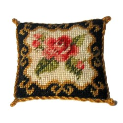 <b>NM40 Tyyny, Rose Ornate 5 </b>