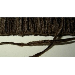 <b>Chenillenauha fine, leveys n. 1 mm, tummanruskea</b>